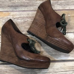 Awesome Restricted Platform Wedge Shoes - Sz 5.5